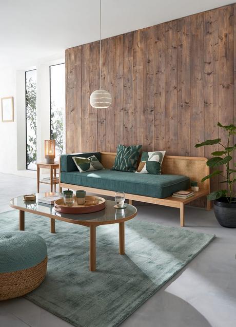 déco maison salon mur bois canapé vert gris pastel design cannage