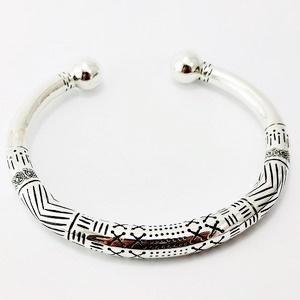 bracelet torque avec gravure personnalisée pour homme