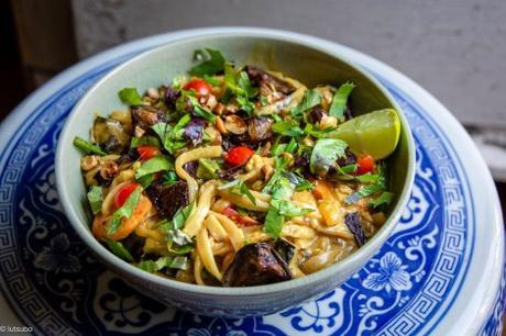 Inspiration thaï – Nouilles de riz au lait de coco et aux aubergines rôties