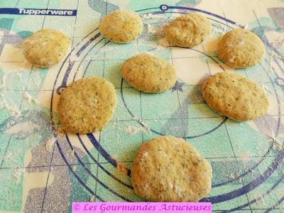 Mini-pitas aux orties garnies de tartare d'algues (Vegan)