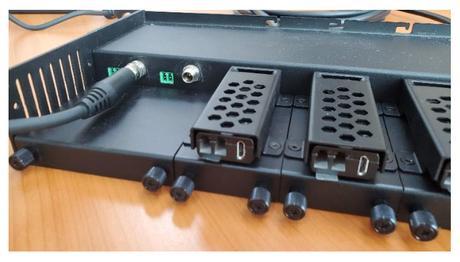 Comment mettre en rack huit extenders DisplayPort sur fibre avec Opticis ?