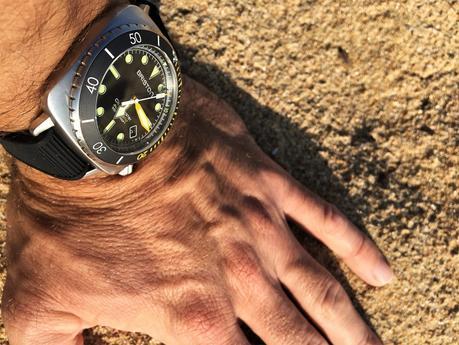 Une véritable montre de plongée élégante