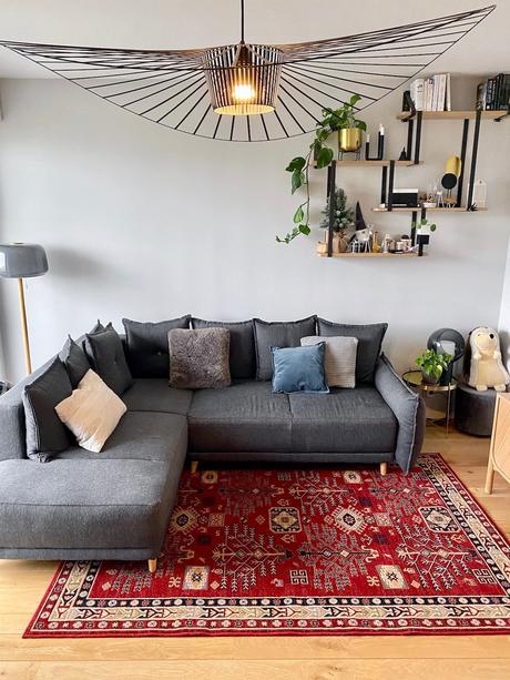 salon canapé gris angle convertible lit tapis moldave en laine rouge - blog déco - clemaroundthecorner