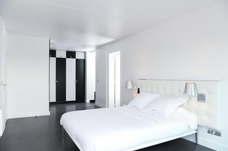 appartement chambre damier noir blanc blog déco clem around the corner