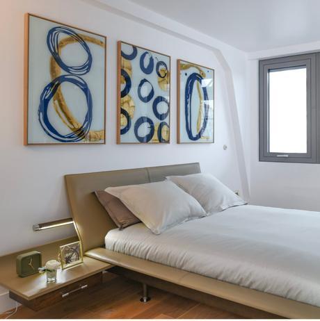 8 campagne première chambre lit cuir beige design rétro