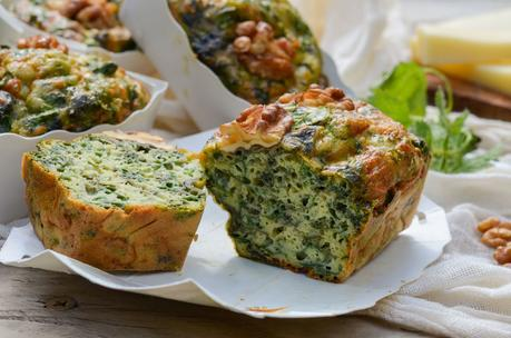 Cakes aux herbes sauvages (orties, oseille) et gruyère