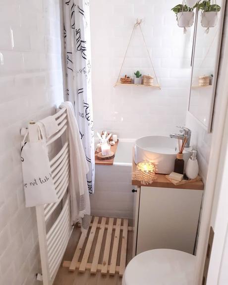 salle de bain carrelage métro parisien mini longueur aménagement plateau bois baignoire