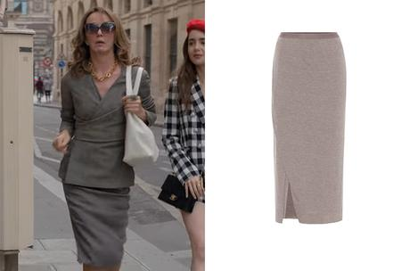 EMILY IN PARIS : Sylvie's grey outfit in S1E03