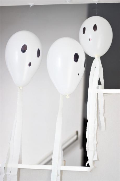 guirlande Halloween à faire soi-même fantôme ballon - blog création déco