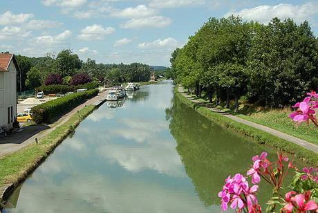 Canal-entre-champagne-et-bourgogne-port-champigny-01-Gerard-Feron  bis