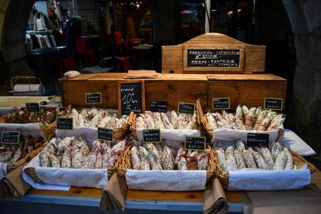 Saucissons de Savoie - Marché à Annecy © French Moments