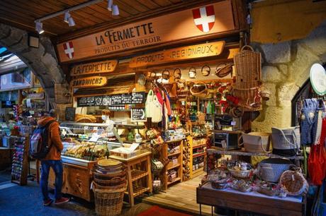 Boutique sous les arcades à Annecy © French Moments