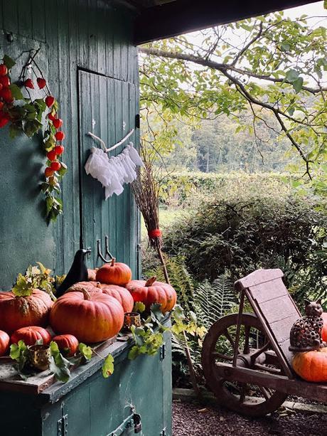 Décoration éphémère pour Halloween sans abîmer les murs