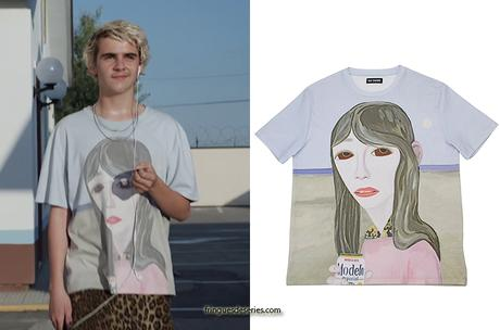 WE ARE WHO WE ARE : Fraser's drinking girl print tee in S1E01