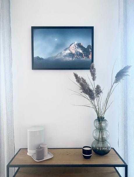 salon scandinave bougie Sarah Lavoine enceinte Sonos photo montagne enneigée coucher soleil Alpes