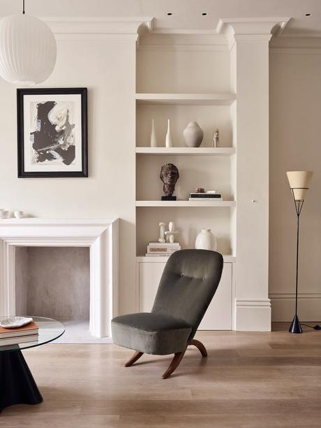 salon minimaliste élégance anglaise façon cabinet de curiosités galerie art