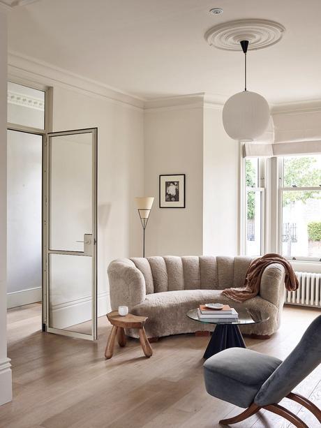salon canapé demi lune cercle arrondi habitat de la capitale anglaise