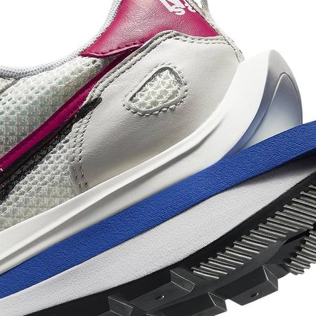 Les images officielles Sacai x Nike Vaporwaffle sont arrivées