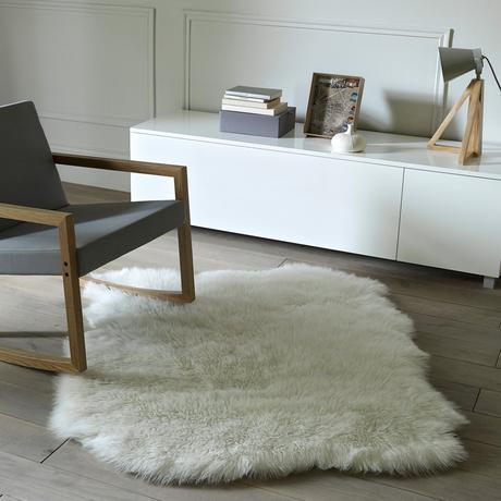 tapis fausse fourrure ambiance cocooning hiver meuble scandinave - blog déco - clemaroundthecorner