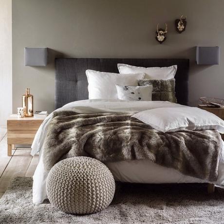 tapis moumoute sol bois parquet marron décoration intérieur design