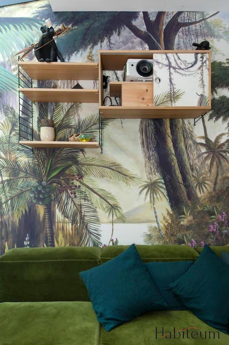 salon papier peint jungle lampe single Seletti étagère String