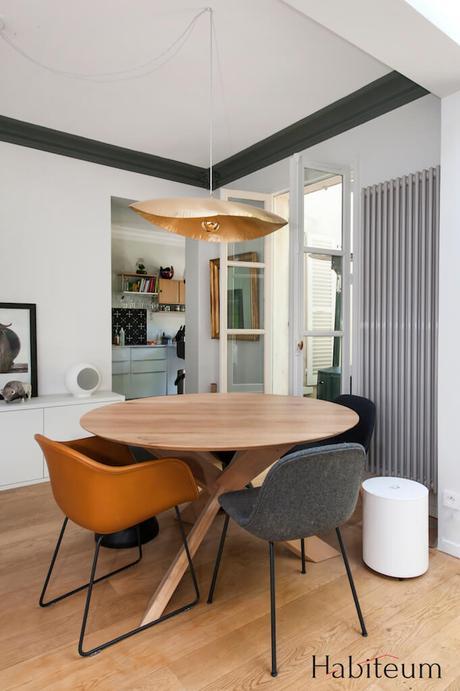 salle à manger table ronde lampe dorée laiton martelé Brass 96 Paola Navone