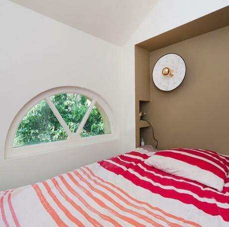 chambre ado sous les toits grenier aménagée tête de lit niche encastrée