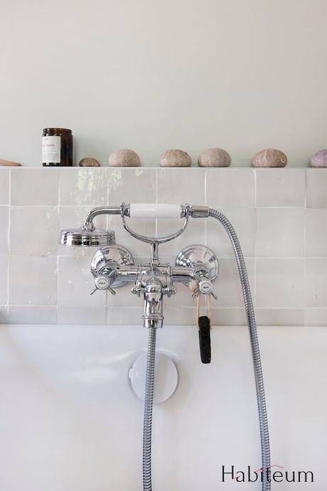 baignoire robinet mitigeur rétro carrelage marocain zellige blanc cassé blog deco clem around the corner