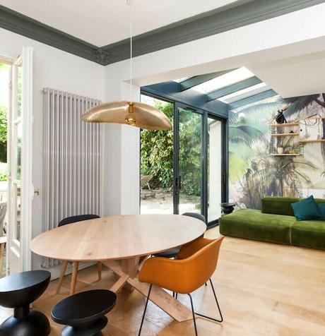 maison veranda ouverte salon jardin design retro thème jungle