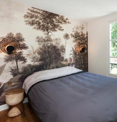 maison à Saint Germain en Laye tête de lit papier peint jungle colonial noir et blanc