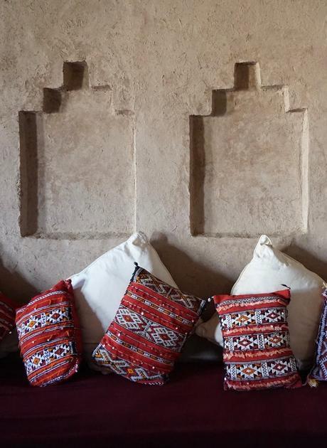 tissu revêtement kilim coussin ethnique ambiance - blog déco - clematc
