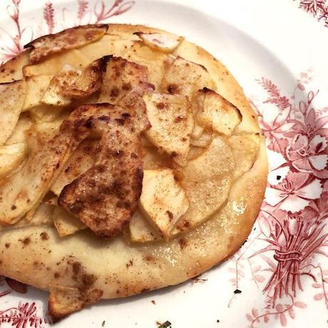 petites pizzas sucrées aux pommes individuelles flambées ou non