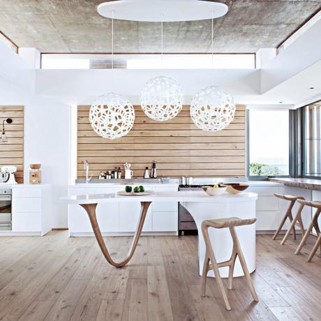 cuisine minimaliste bois ilot central original arrondi parquet - blog déco - clem around the corner