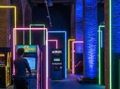 [Scénographie] dizaines néons jalonnent parcours cette exposition dédiée Jeux Vidéo