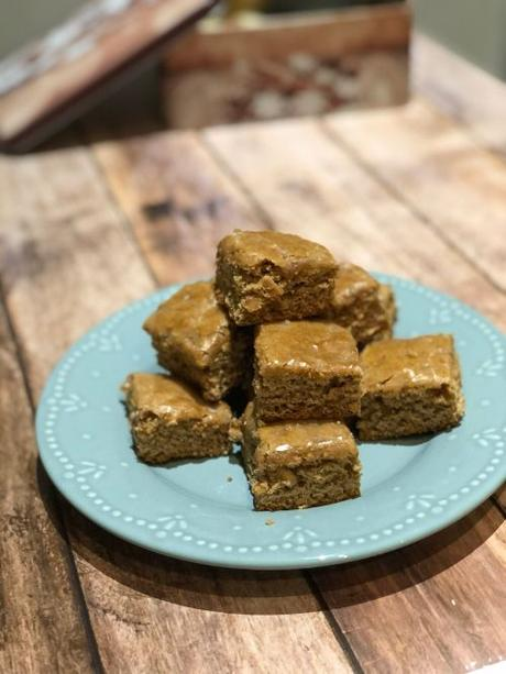 bredeles : mini linzer, bretzels au citron et leckerlis (pains d'épices moelleux)