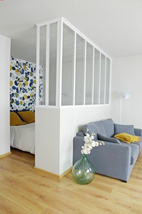 déco studio salon canapé gris espace chambre cloison semi verrière