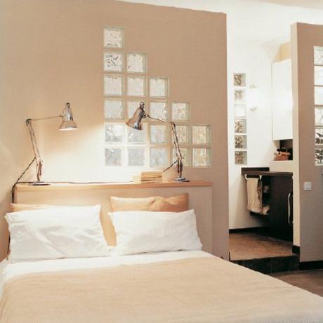 chambre blanche lit double pavé de verre diagonale chambre lumineuse