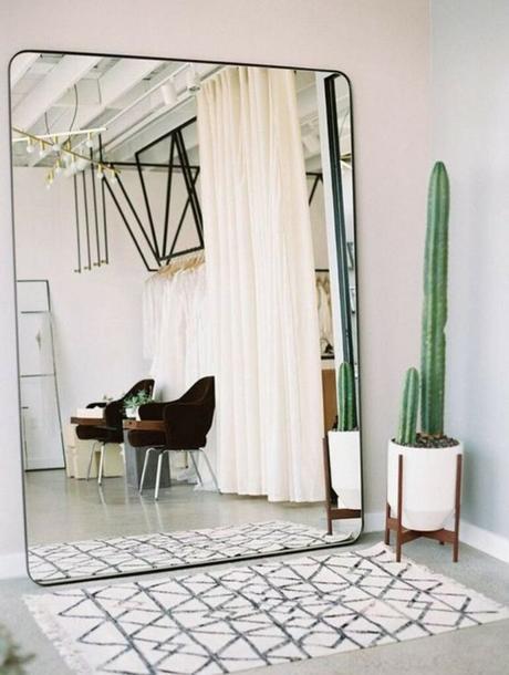 miroir carré bord arrondie tapis berbère blanc noir cactus