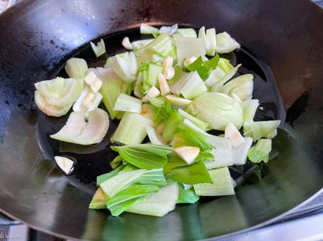 Chou express – Pak choï sauté à l'ail et au piment
