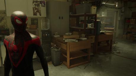 Spider-Man Miles Morales dans un bureau