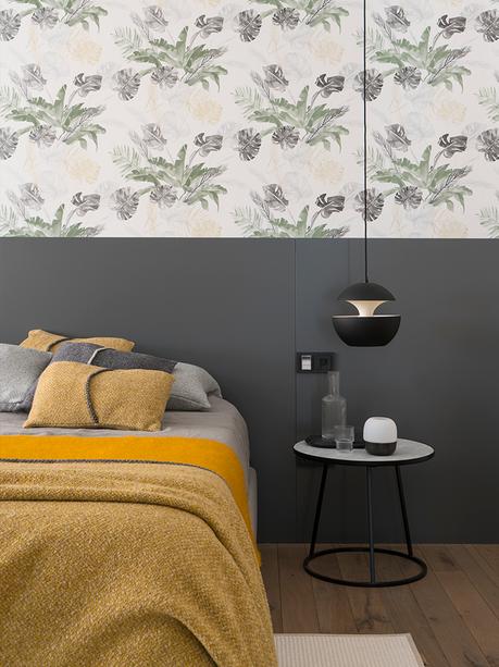 chambre grise jaune moutarde tête de lit papier peint floral