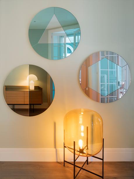 mur miroir rond nacré rose reflet bleu turquoise décoration - clem around the corner