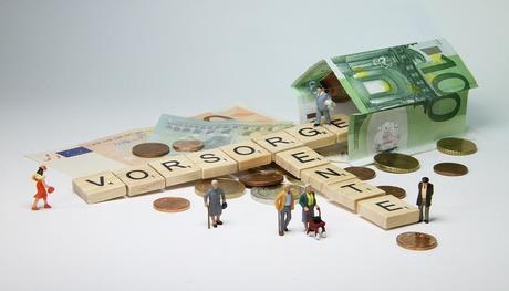 Pension, Figurines, Retraités, Déambulateur, Décision