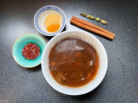 Fruits voyageurs – Curry cachemiri de coings (bom chount)