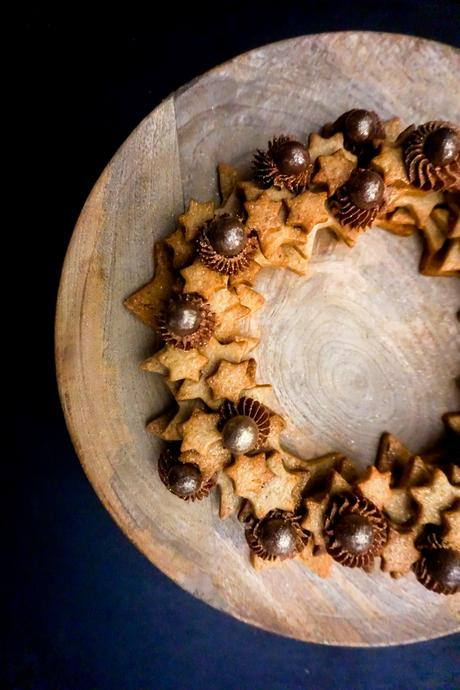 Couronne de sablés aux épices et ganache montée au chocolat et à la fève tonka