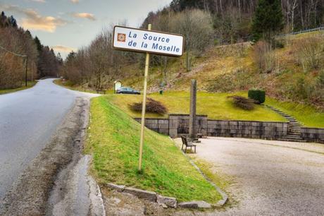La source de la Moselle © French Moments