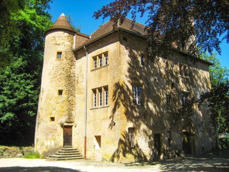 Le château de Volkrange à Thionville. Photo : Aimelaime [Domaine Public]