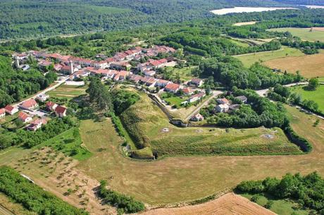 Villey-le-Sec from above - Retrieved from Wikimedia Commons [Public Domain]