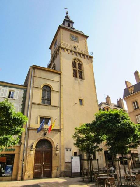 Le Beffroi de Thionville. Photo : Aimelaime [Domaine Public]