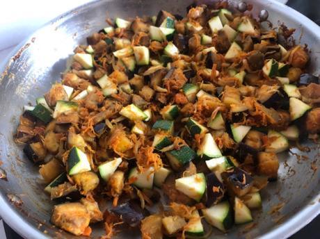 Magret de canard sauce aux épices et coings, en cuisson lente et petits légumes au sésame